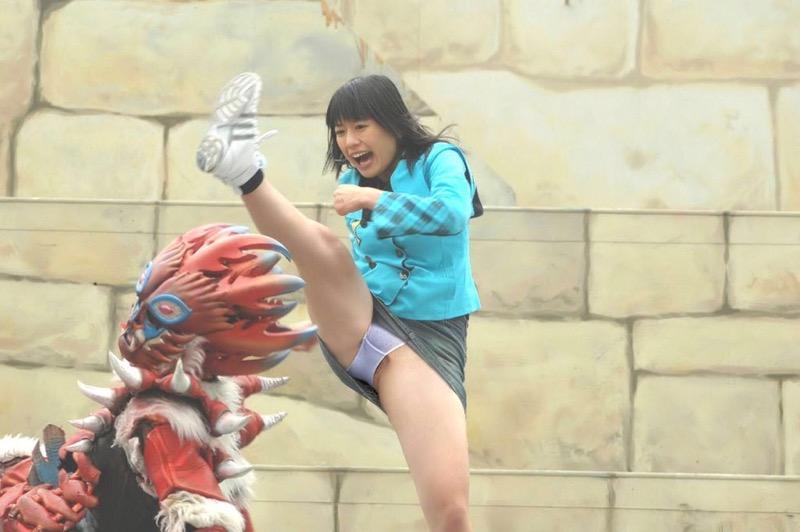 【ハプニングおまんこ画像】日本で世界でおまんこが見えちゃった女の子のエロ画像 72