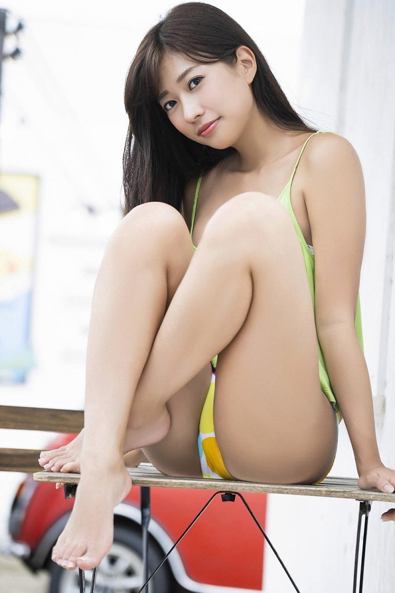【大貫彩香グラビア画像】適度なサイズのオッパイが人気でお尻もエロいグラビアアイドル 28