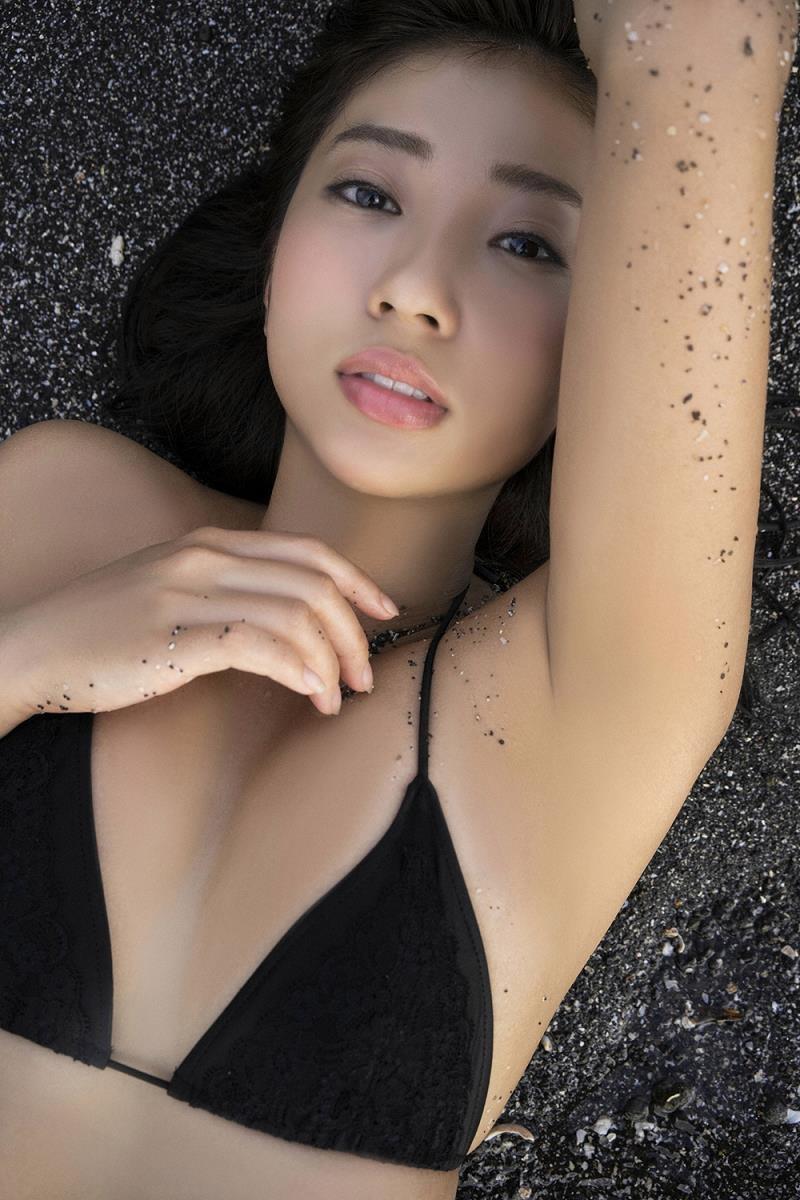 【大貫彩香グラビア画像】適度なサイズのオッパイが人気でお尻もエロいグラビアアイドル 29