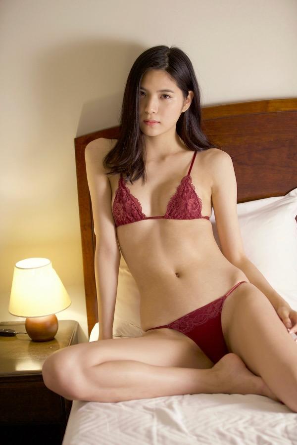 【ほのかグラビア画像】綺麗でしなやかなスレンダーBカップボディがソソるグラビアモデル 27