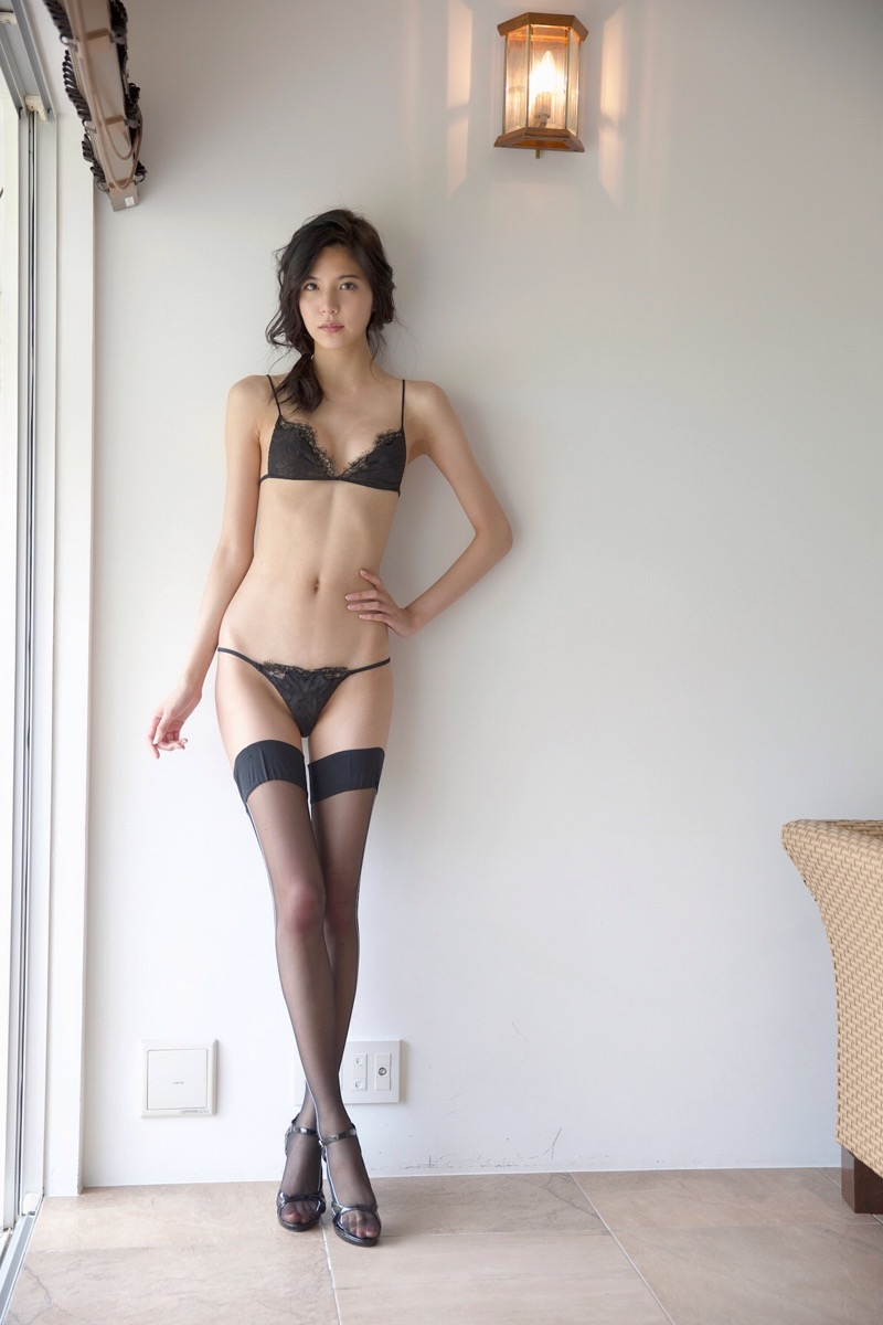 【ほのかグラビア画像】綺麗でしなやかなスレンダーBカップボディがソソるグラビアモデル 80
