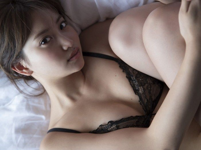 【永尾まりやグラビア画像】元AKB48アイドルが魅せるビキニやランジェリー姿のセクシーショット! 03