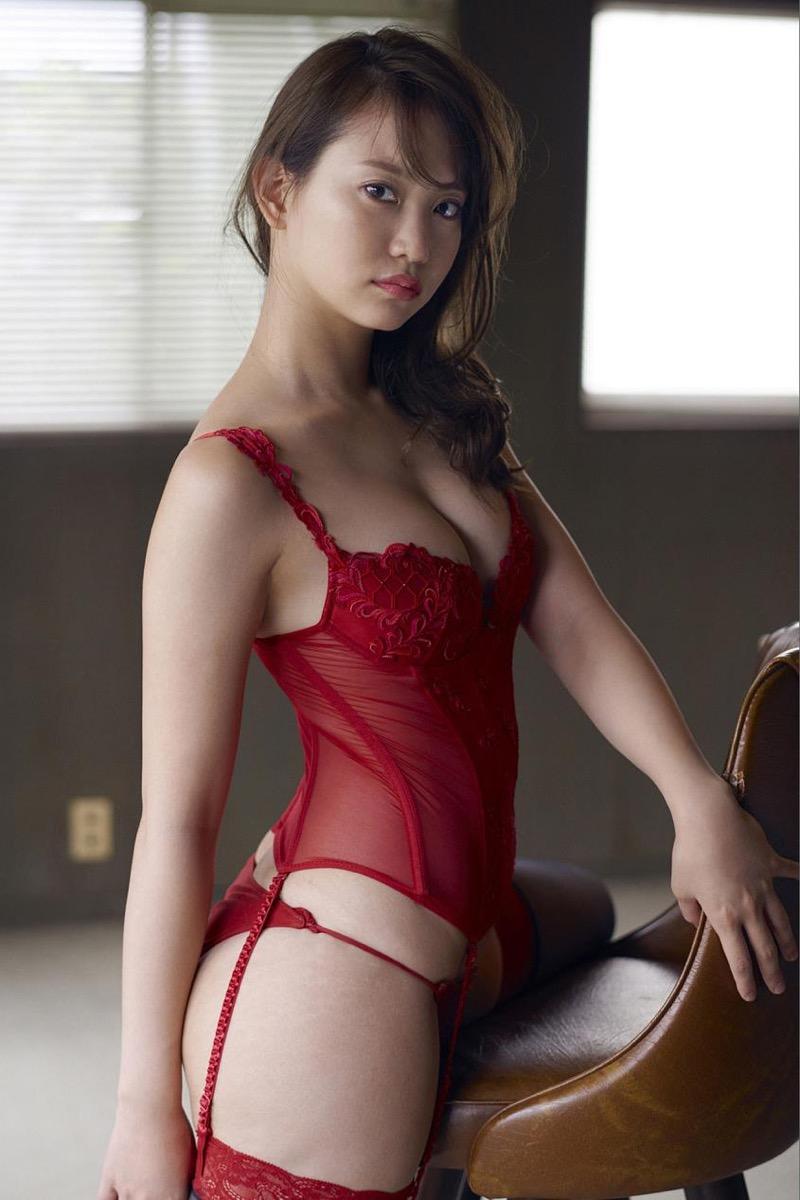 【永尾まりやグラビア画像】元AKB48アイドルが魅せるビキニやランジェリー姿のセクシーショット! 33