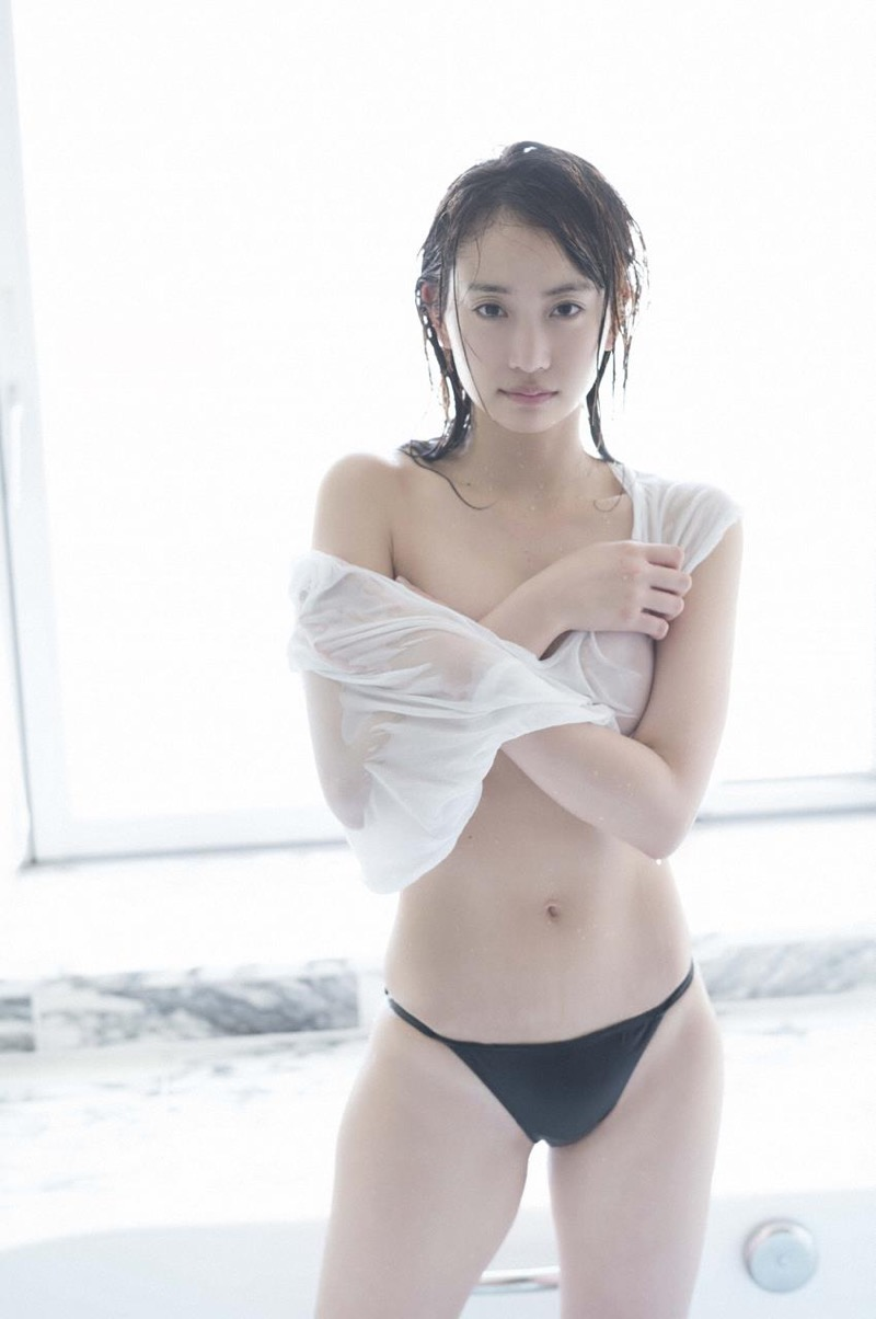 【永尾まりやグラビア画像】元AKB48アイドルが魅せるビキニやランジェリー姿のセクシーショット! 45