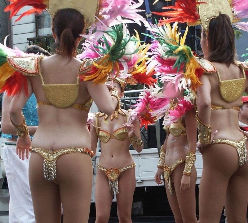 【素人サンバエロ画像】サンバカーニバルで大衆の前で大胆に身体を晒す露出女! 03
