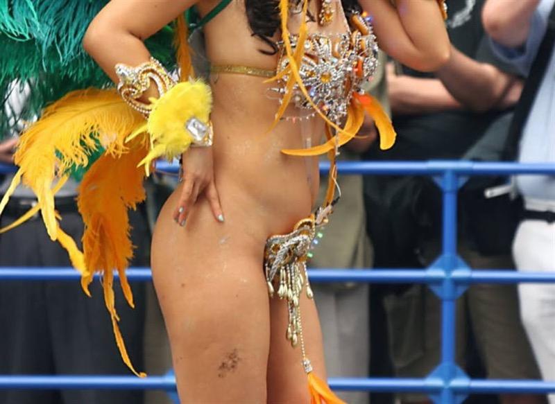 【素人サンバエロ画像】サンバカーニバルで大衆の前で大胆に身体を晒す露出女! 11
