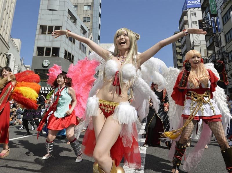 【素人サンバエロ画像】サンバカーニバルで大衆の前で大胆に身体を晒す露出女! 12