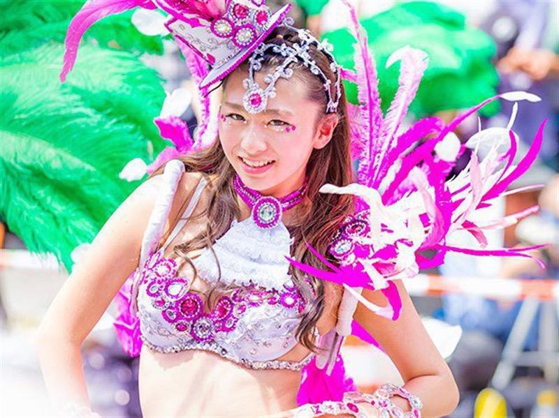 【素人サンバエロ画像】サンバカーニバルで大衆の前で大胆に身体を晒す露出女! 13