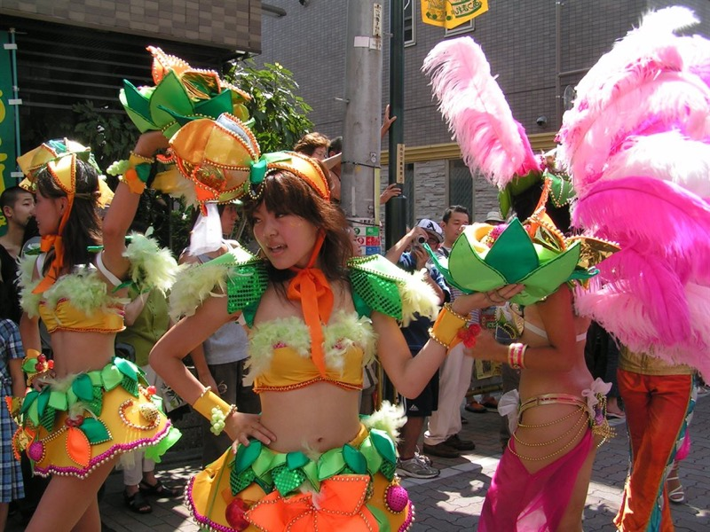 【素人サンバエロ画像】サンバカーニバルで大衆の前で大胆に身体を晒す露出女! 16