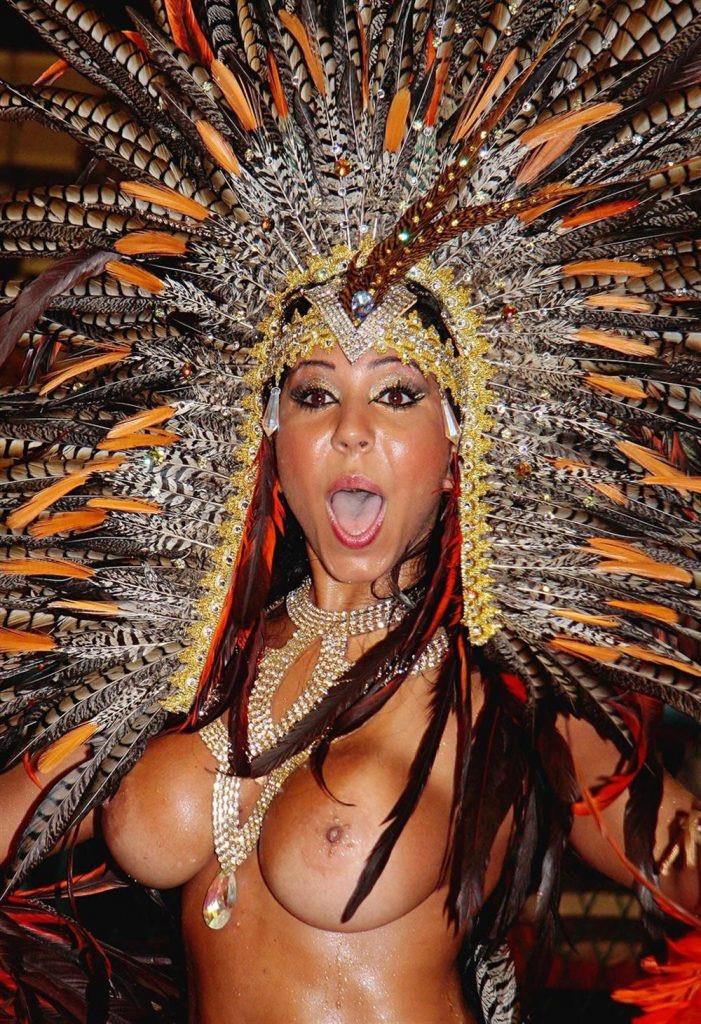 【素人サンバエロ画像】サンバカーニバルで大衆の前で大胆に身体を晒す露出女! 34