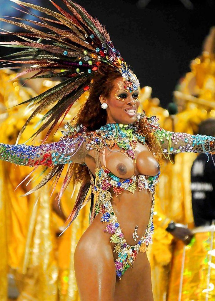 【素人サンバエロ画像】サンバカーニバルで大衆の前で大胆に身体を晒す露出女! 38