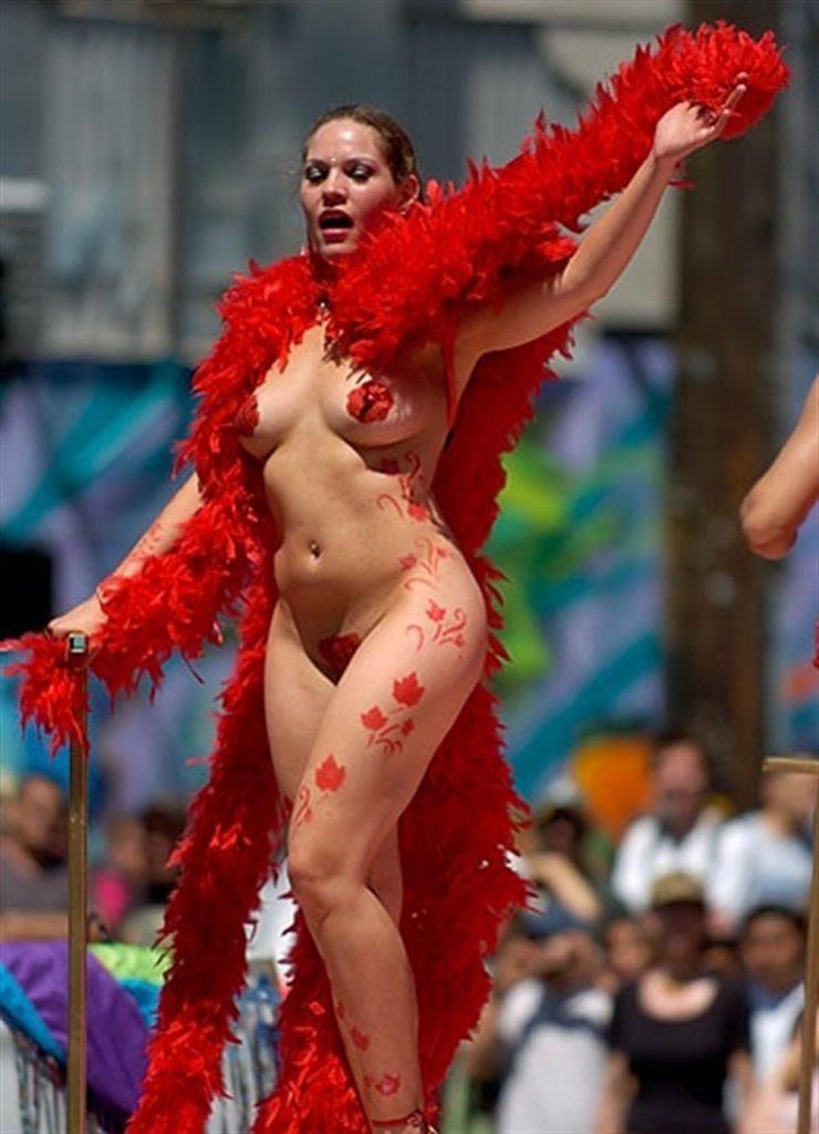 【素人サンバエロ画像】サンバカーニバルで大衆の前で大胆に身体を晒す露出女! 39