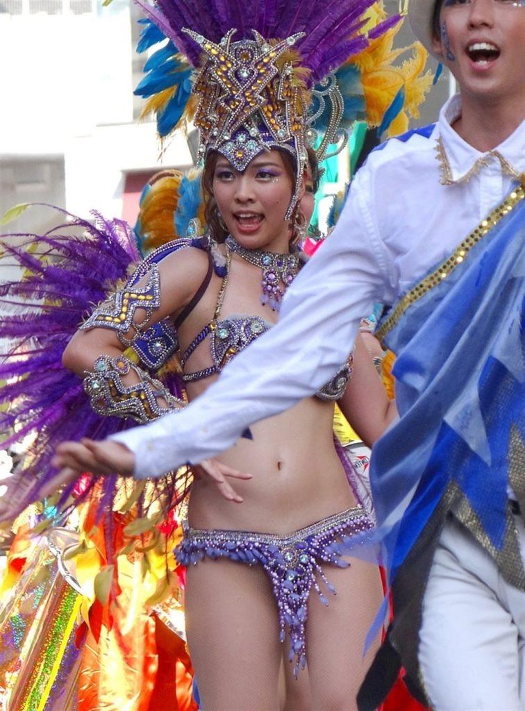 【素人サンバエロ画像】サンバカーニバルで大衆の前で大胆に身体を晒す露出女! 40