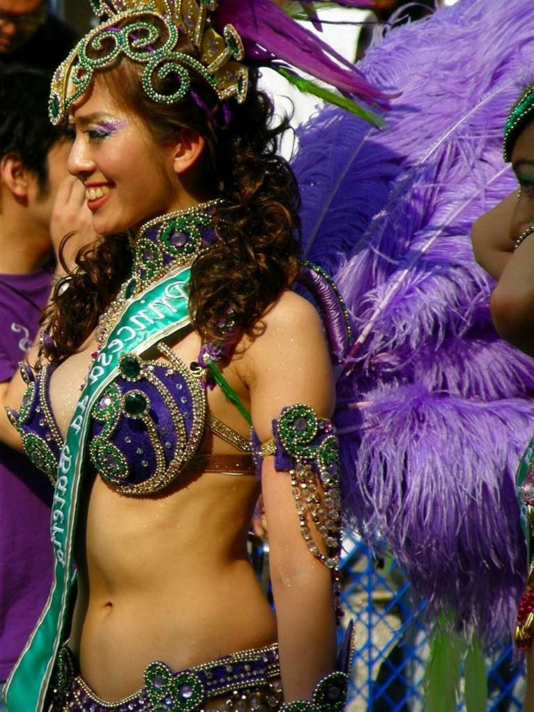 【素人サンバエロ画像】サンバカーニバルで大衆の前で大胆に身体を晒す露出女! 45