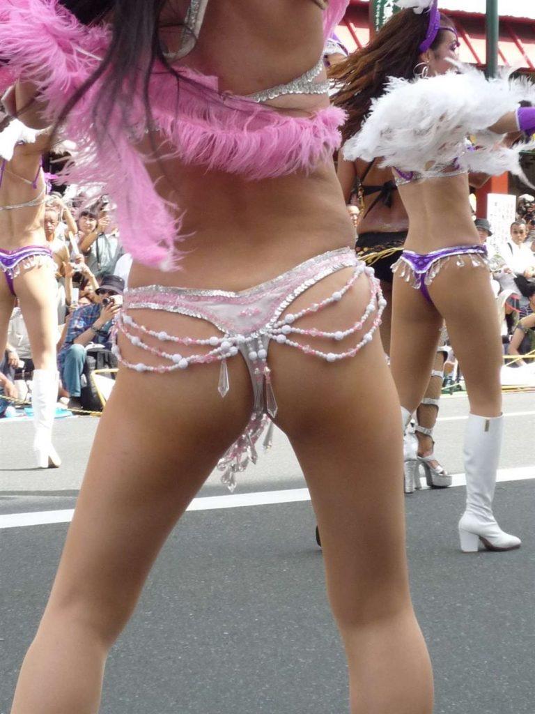 【素人サンバエロ画像】サンバカーニバルで大衆の前で大胆に身体を晒す露出女! 47