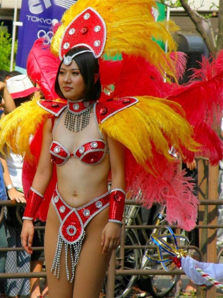 【素人サンバエロ画像】サンバカーニバルで大衆の前で大胆に身体を晒す露出女! 49