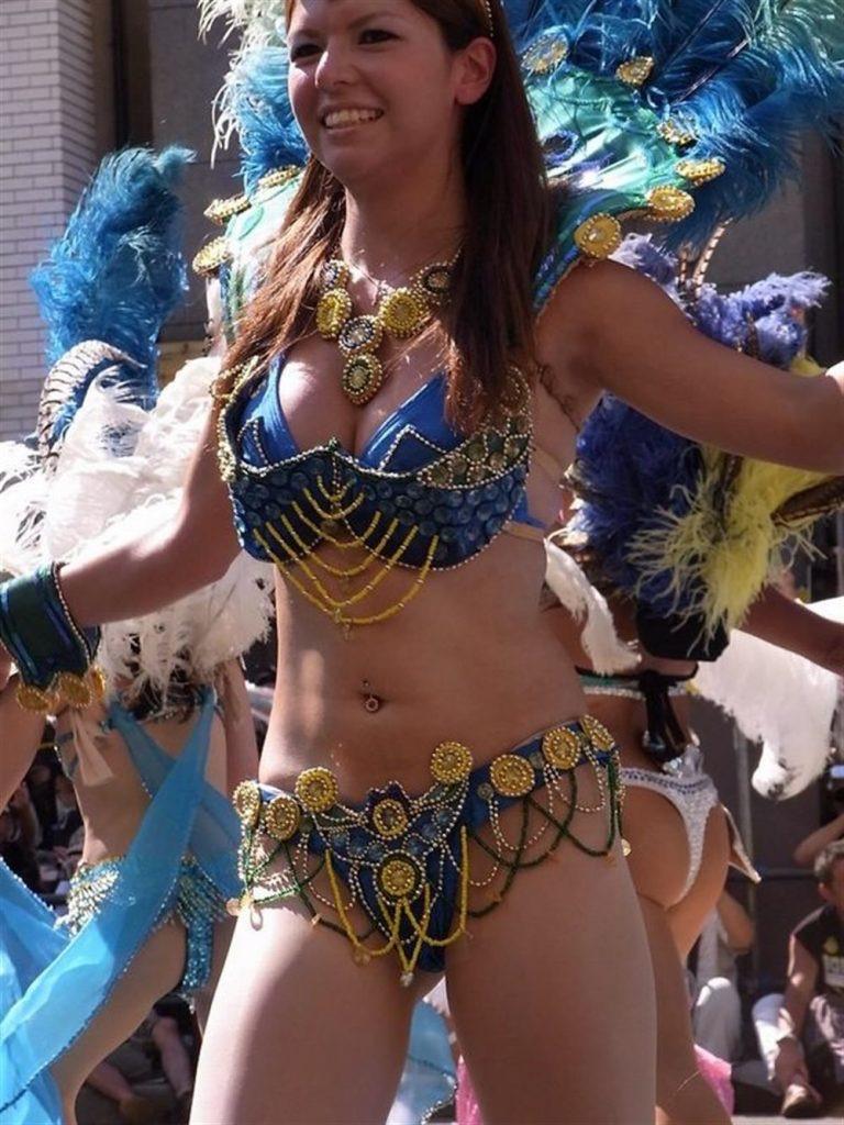 【素人サンバエロ画像】サンバカーニバルで大衆の前で大胆に身体を晒す露出女! 50