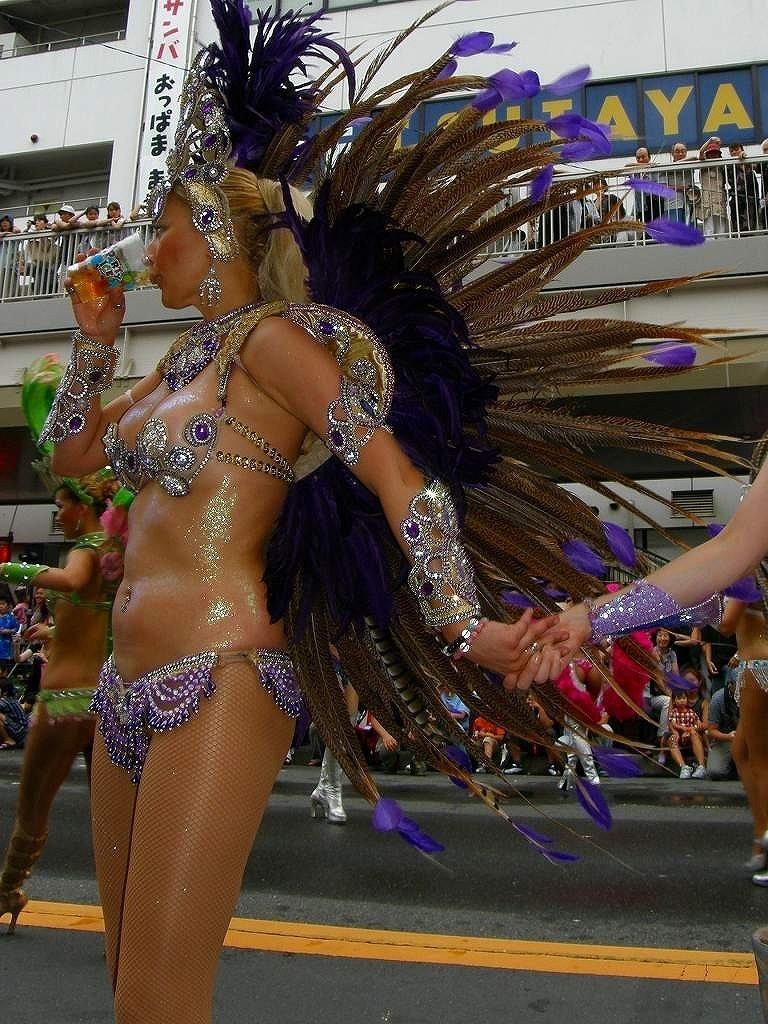 【素人サンバエロ画像】サンバカーニバルで大衆の前で大胆に身体を晒す露出女! 56