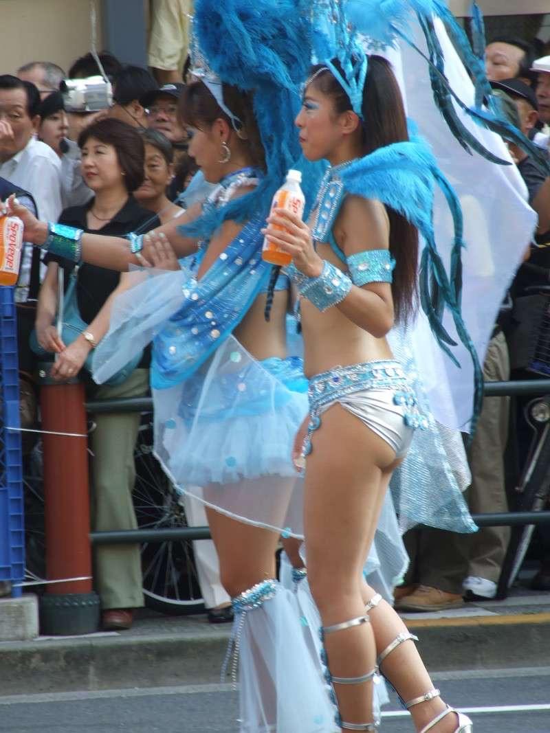 【素人サンバエロ画像】サンバカーニバルで大衆の前で大胆に身体を晒す露出女! 64