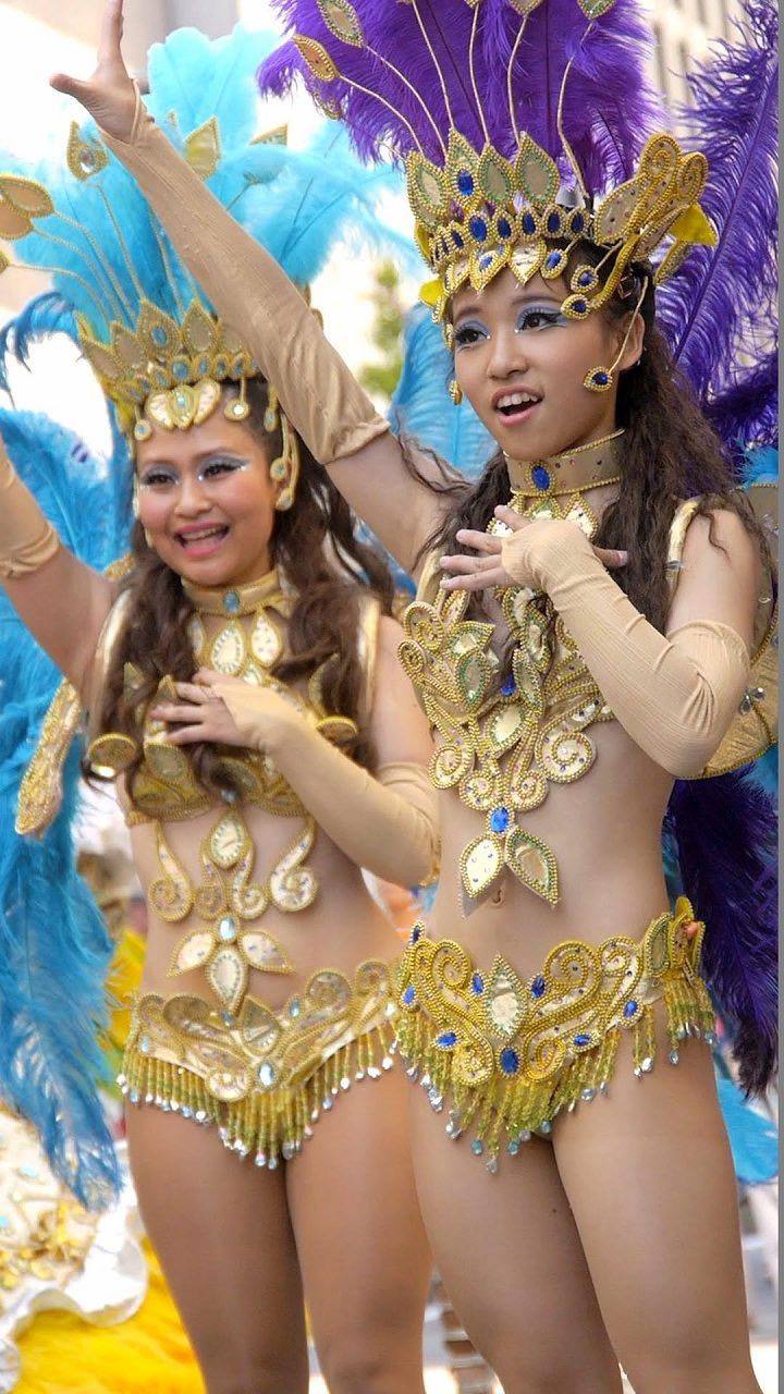 【素人サンバエロ画像】サンバカーニバルで大衆の前で大胆に身体を晒す露出女! 66