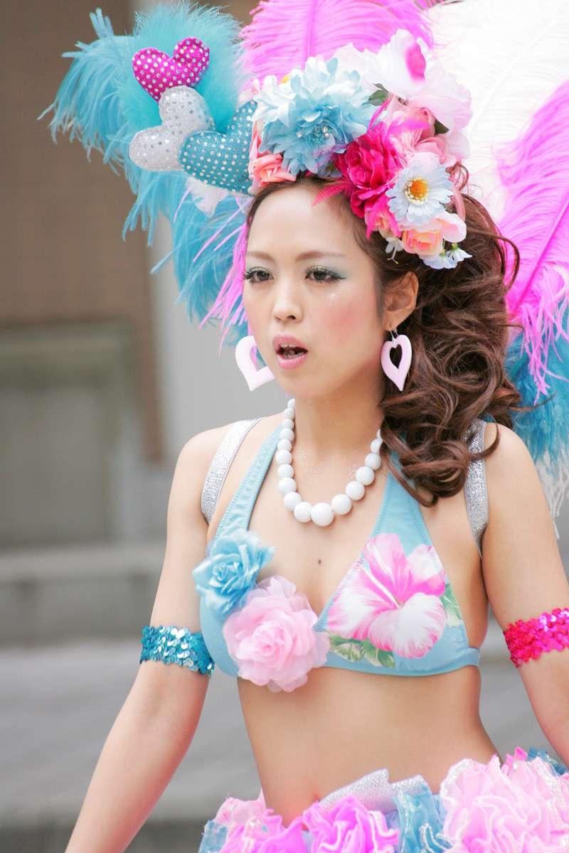 【素人サンバエロ画像】サンバカーニバルで大衆の前で大胆に身体を晒す露出女! 68