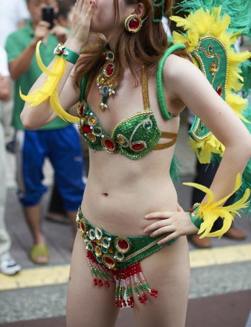 【素人サンバエロ画像】サンバカーニバルで大衆の前で大胆に身体を晒す露出女! 70