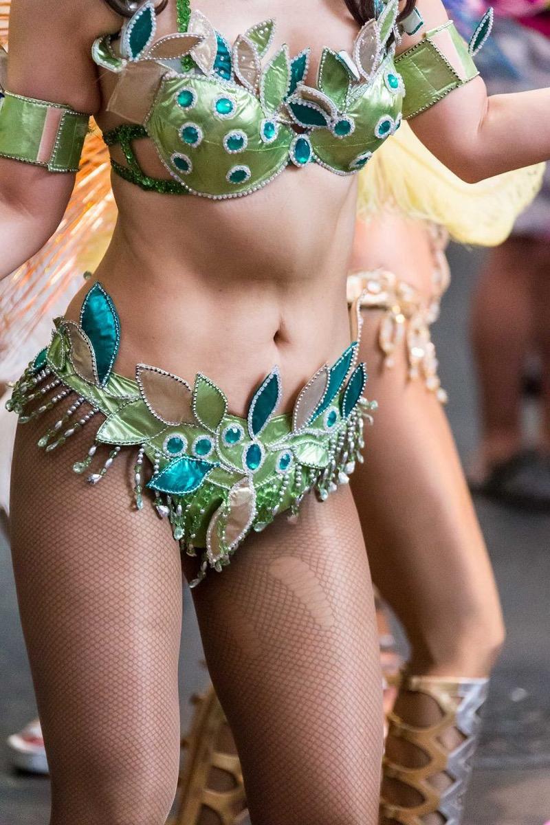【素人サンバエロ画像】サンバカーニバルで大衆の前で大胆に身体を晒す露出女! 72