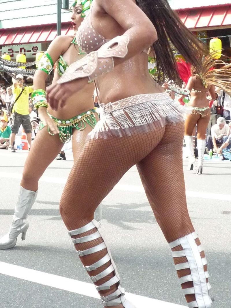 【素人サンバエロ画像】サンバカーニバルで大衆の前で大胆に身体を晒す露出女! 79
