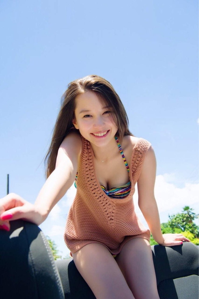 【Nikiエロ画像】アメリカ人ハーフのスタイル抜群なめちゃしこファッションモデル! 12