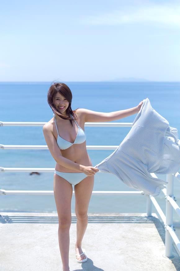 【西崎莉麻エロ画像】スレンダーなクビレボディにEカップ巨乳がエロいグラビアアイドル 22