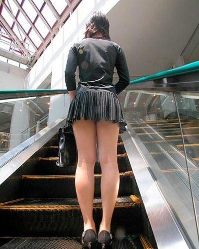 【ミニスカエロ画像】春になってパンチラも気にせずミニスカートに穿き替える素人娘たち
