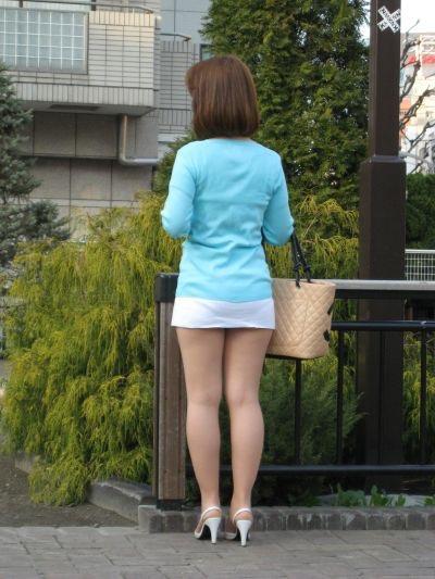 【ミニスカエロ画像】春になってパンチラも気にせずミニスカートに穿き替える素人娘たち 05