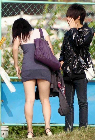 【ミニスカエロ画像】春になってパンチラも気にせずミニスカートに穿き替える素人娘たち 08