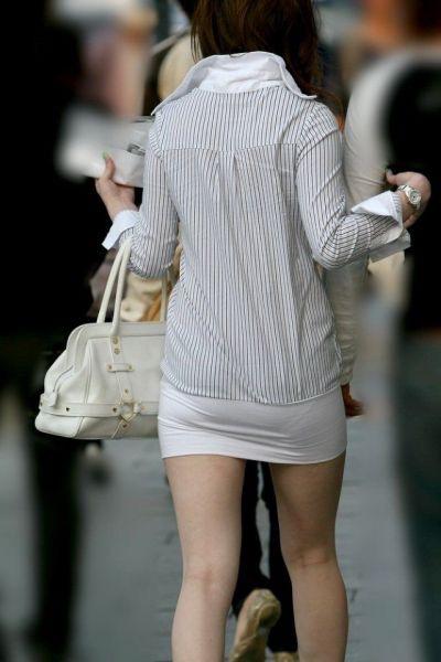 【ミニスカエロ画像】春になってパンチラも気にせずミニスカートに穿き替える素人娘たち 13