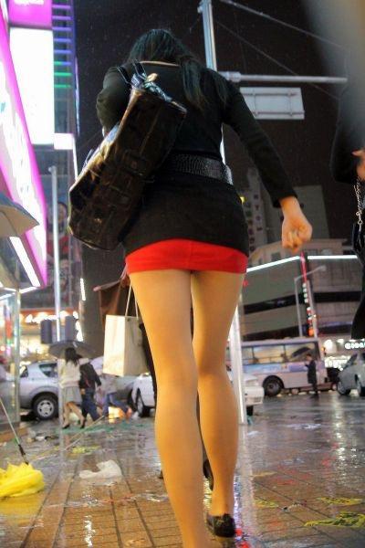 【ミニスカエロ画像】春になってパンチラも気にせずミニスカートに穿き替える素人娘たち 14