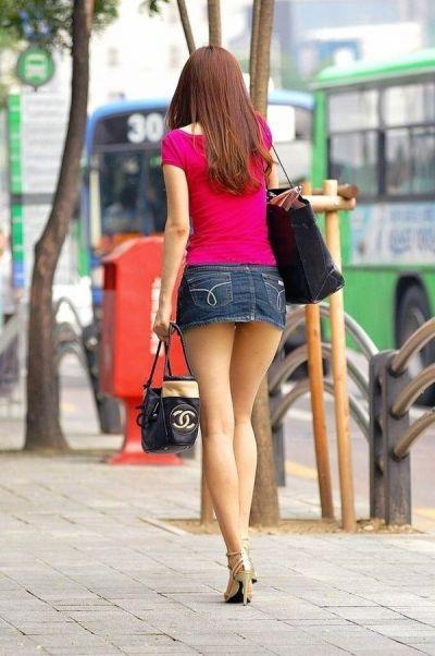 【ミニスカエロ画像】春になってパンチラも気にせずミニスカートに穿き替える素人娘たち 15