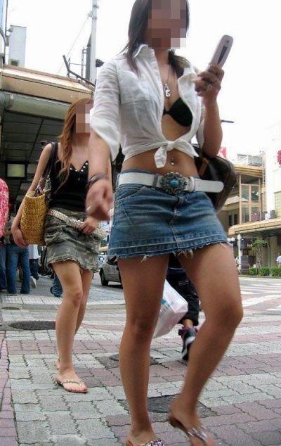 【ミニスカエロ画像】春になってパンチラも気にせずミニスカートに穿き替える素人娘たち 16