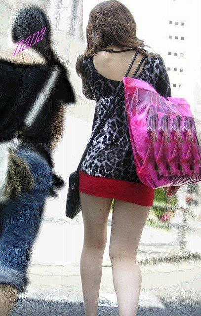 【ミニスカエロ画像】春になってパンチラも気にせずミニスカートに穿き替える素人娘たち 17