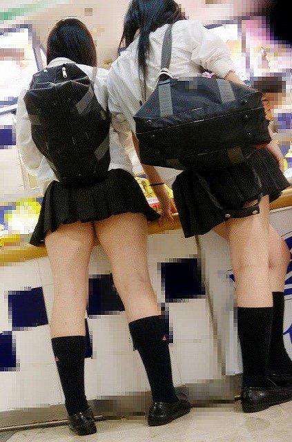 【ミニスカエロ画像】春になってパンチラも気にせずミニスカートに穿き替える素人娘たち 20