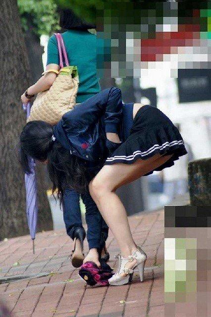 【ミニスカエロ画像】春になってパンチラも気にせずミニスカートに穿き替える素人娘たち 25