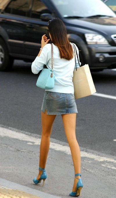 【ミニスカエロ画像】春になってパンチラも気にせずミニスカートに穿き替える素人娘たち 26