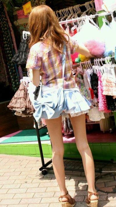 【ミニスカエロ画像】春になってパンチラも気にせずミニスカートに穿き替える素人娘たち 30