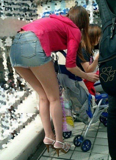 【ミニスカエロ画像】春になってパンチラも気にせずミニスカートに穿き替える素人娘たち 34