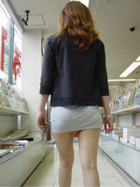 【ミニスカエロ画像】春になってパンチラも気にせずミニスカートに穿き替える素人娘たち 40