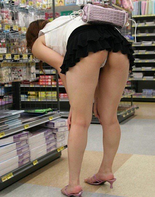 【ミニスカエロ画像】春になってパンチラも気にせずミニスカートに穿き替える素人娘たち 46