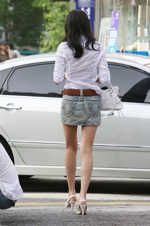 【ミニスカエロ画像】春になってパンチラも気にせずミニスカートに穿き替える素人娘たち 52