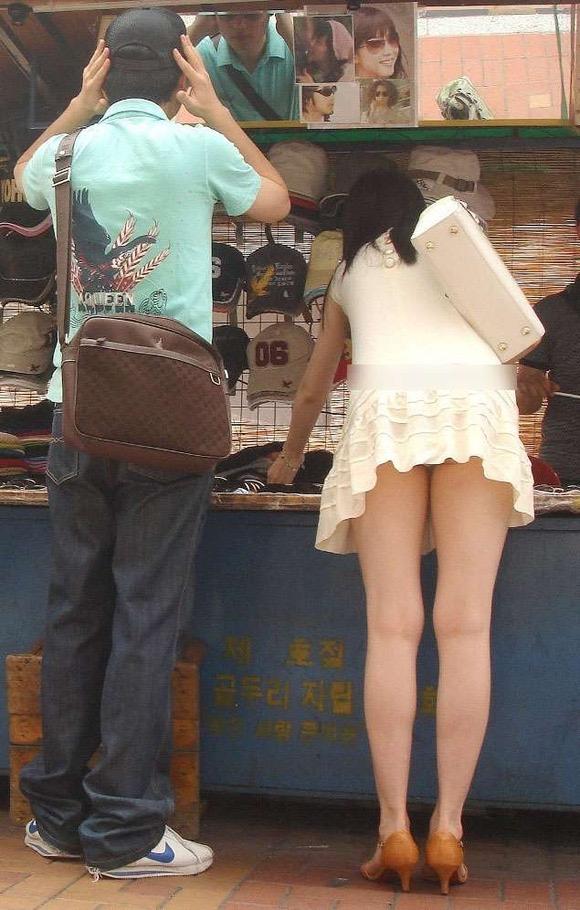【ミニスカエロ画像】春になってパンチラも気にせずミニスカートに穿き替える素人娘たち 53