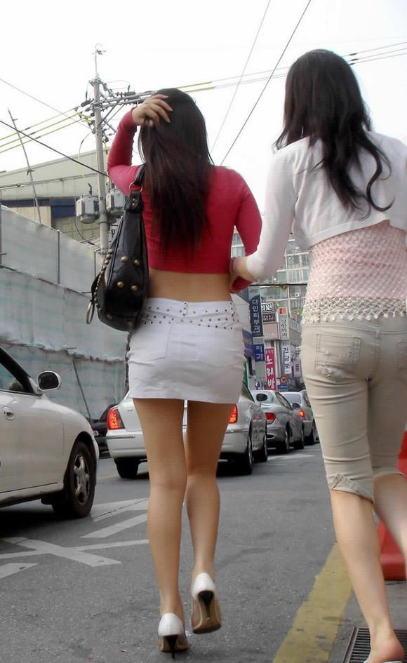 【ミニスカエロ画像】春になってパンチラも気にせずミニスカートに穿き替える素人娘たち 56
