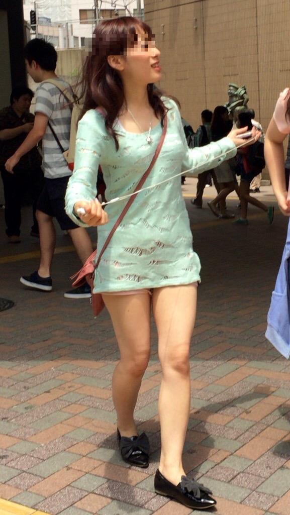 【ミニスカエロ画像】春になってパンチラも気にせずミニスカートに穿き替える素人娘たち 59