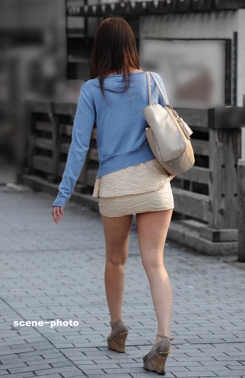 【ミニスカエロ画像】春になってパンチラも気にせずミニスカートに穿き替える素人娘たち 75